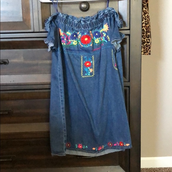Francesca's Collections Dresses & Skirts - Off the shoulder embroidered dress